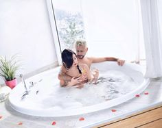 Jedes Zimmer in der Villa Magdalena hat einen eigenen Whirlpool.   #leadingsparesorts #leadingspa #wellness #spa #beauty #wellnesshotel #wellnessurlaub #auszeit #entspannen #jaccuzi #romantik #flitterwoche #honeymoon #kroatien #romantik #rosen #rosenblüten Mini Bars, Hotel Villas, Hotel Spa, Jacuzzi, Wellness Spa Hotel, Das Hotel, Outdoor, Beauty, Small Hotels