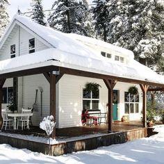 elegant farmhouse design ideas to give beautiful look 27 > Fieltro.Net elegant farmhouse design ideas to give beautiful look 27 > Fieltro. Mountain Cottage, Cozy Cottage, Cottage Homes, Mountain Cabins, Cabin Homes, Log Homes, This Old House, Tiny House, White Farmhouse