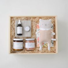 """Shower a new Mom (or yourself) with some love! This Homecoming Gift Box is filled with luxurious products aimed at pampering and helping her focus on some much needed and well-deserved """"me-time"""". Ther"""