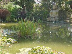 Une dizaine de jardins à thème se succèdent dans un ensemble paysagé. L'eau est un élément majeur présent tout le long du parcours sous forme d'étang, de rivière, de fontaine... Les thèmes de jardin: zen, patio, sous-bois, jardin de curé, palmeraie...
