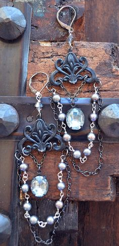 Simply stunning vintage glass and pearl rosary style by Purrrls