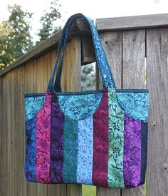 Cooper Carry-All PDF Tote Bag Pattern from Sassafras Lane Designs (this is a pattern to purchase - love the colors & fabric) Bag Patterns To Sew, Tote Pattern, Sewing Patterns Free, Patchwork Bags, Quilted Bag, Quilted Leather, Quilted Jacket, Diy Bags Purses, Coin Purses