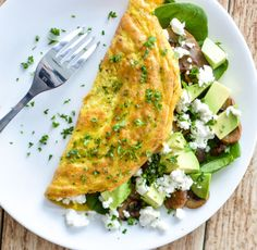 Mushroom and Goat's Cheese Omelet with Spinach and Avocado is the perfect protein-packed, gluten-free, dairy-free breakfast! A colorful, spring looking omelet full of vitamins and healthy ingredients! Egg Recipes For Kids, Healthy Egg Recipes, Easy Dinner Recipes, Diabetic Recipes, Dinner Ideas, Nutritious Breakfast, Breakfast Recipes, Breakfast Ideas, Breakfast Skillet
