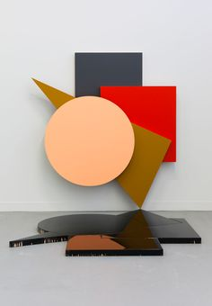 Esther Tielemans Helmond, Netherlands) paints panels as if they were props, full of colour, hanging on the wall, lying on the floor or hanging loose in space. Abstract Geometric Art, Geometric Shapes, Wall Sculptures, Sculpture Art, Arte Madi, Franz Kline, Installation Art, Wood Art, Modern Art