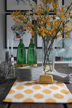 Yellow! Beautiful spring tablescape.