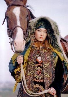 Orta Asya Türklerinde Kadının Önemi  http://www.antiksirlar.com/konular/orta-asya-turklerinde-kadinin-onemi.76/