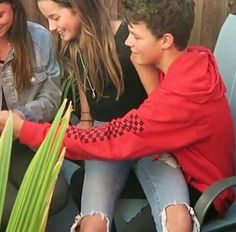 Hayden Summerall and Annie LeBlanc Julianna Grace Leblanc, Hayley Leblanc, Annie Grace, Annie Lablanc, Boy And Girl Best Friends, Guy Friends, Cute Celebrity Couples, Cute Couples, Caleb Logan