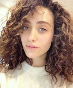 curly hair hairstyles - Emmy Rossum Shared Why (And How!) Her Hair's Been Looking So Great Lately Short Curly Hair, Curly Hair Styles, Natural Hair Styles, Curly Bob, Natural Beauty, Permed Hairstyles, Straight Hairstyles, Curly Lob Haircut, Curly Haircuts