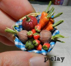 Basket of vegetables (miniature, polymer clay). Cesta de la huerta (miniatura, arcilla polimérica).