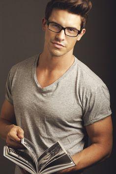 my man already has the shirt. I like the reading glasses Looks Cool, Men Looks, Modelos Fashion, Herren Outfit, Mens Glasses, Nice Glasses, Guys With Glasses, Glasses Style, Raining Men