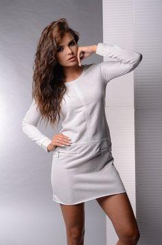 Rochie moderna, de culoare crem - Rochie moderna, de culoare crem. Are maneci lungi, decolteu rotund si fermoare in partea din fata. Este confortabila si se potriveste tinutelor casual. Colectia Rochii casual de la  www.rochii-ieftine.net Shirt Dress, T Shirt, Modern, Dresses, Fashion, Supreme T Shirt, Vestidos, Moda, Shirtdress