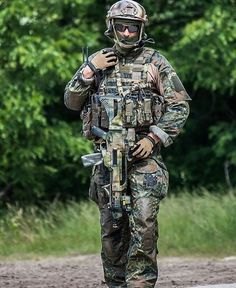 German special forces commando of the KSK (Special Operations Command) x Military Units, Military Gear, Military Police, Military Weapons, Military Equipment, Indian Army Special Forces, Special Forces Gear, Surplus Militaire, Special Operations Command