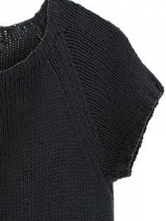 handgestricktes Shirt mit perlenverziertem Rundhalsausschnitt