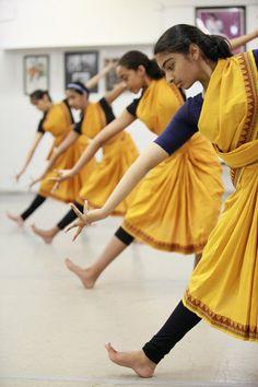Bharatanatyam dancing by Bharatnatyam school.memories of dance class Isadora Duncan, Dance Movement, Dance Class, Folk Dance, Dance Art, Shall We Dance, Just Dance, Tango, Kathak Dance
