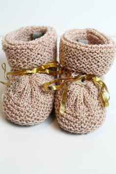 Chaussons roses pour bébé : Mode Bébé par creations-fait-main-divers