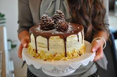 Vanille-Mandel Torte mit Cakepops-Zapfen