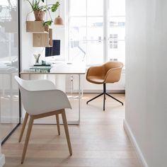 Stoler, bord, hyller , lampe. Alt får du på Hansen & Co #design #shoppingkrs #skippergada #muuto @hansenco