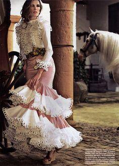 Spanish style – Mediterranean Home Decor 15 Dresses, Bridal Dresses, Evening Dresses, Fashion Dresses, Spanish Dress, Spanish Style, Couture Fashion, Fashion Show, Flamenco Costume