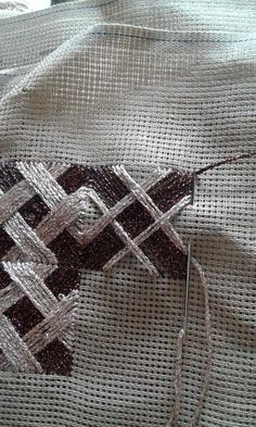 Cross Stitch Embroidery, Cross Stitch Patterns, String Art, Irene, Handicraft, Embroidery Designs, Christmas Crafts, Color, Gift Bows