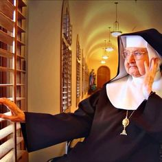 The last three days of mother angelica s life and her death on easter