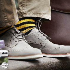 Para homens bem humorados, nossa dica é: que tal dar uma descontraída no visual usando meias coloridas? #Timberland_br