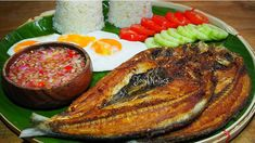 daing na bangus milkfish grilled until crispy. Paz brings some back from work and offers it to Hero Bangus Recipe, Filipino Breakfast, Filipino Recipes, Filipino Food, Cook Up A Storm, San Pablo, Pinoy Food, Fish Dishes, Aesthetic Food