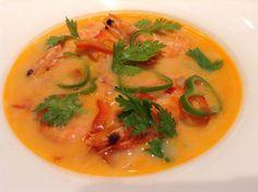 Soupe de crevettes au lait de coco à l'asiatique