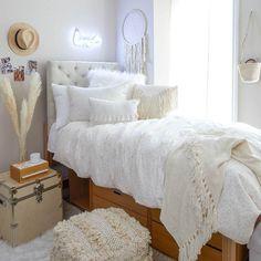 College Bedroom Decor, Room Ideas Bedroom, College Dorm Rooms, Uni Dorm, Neutral Bedroom Decor, All White Bedroom, Neutral Bedrooms, College Dorm Bedding, White Rooms