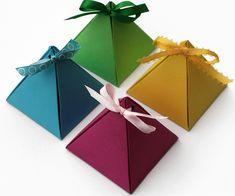 Piramit hediye kutusu