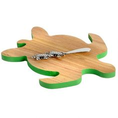 Seaside service with a smile. Offer cheese and appetizers to guests using our stylish turtle-shaped board. This coordinated coastal serving set even includes a matching spreader.