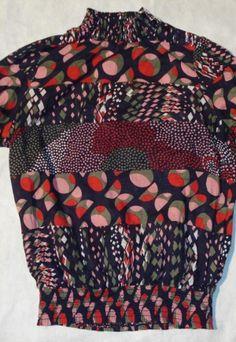 Blusa com gola estilo retrô Material:100%algodão da Forever