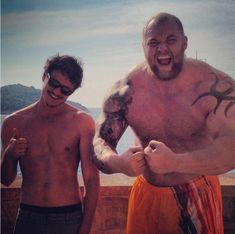 The Red Viper and the Mountain that Rides share an off camera moment. Prince Oberyn Martell (portrayed by Pedro Pascal) and Ser Gregor Clegane (as played by Hafþór Júlíus Björnsson)-- Season 4 of HBO's Game of Thrones. Pedro Pascal, Khal Drogo, Arte Game Of Thrones, Game Of Thrones Cast, Jon Snow, Game Of Thrones Episodes, My Champion, My Sun And Stars, Raining Men