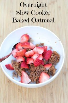 Make breakfast or an afternoon snack a cinch with this delicious Slow Cooker Baked Oatmeal topped with tasty summer fruit! | 5DollarDinners.com