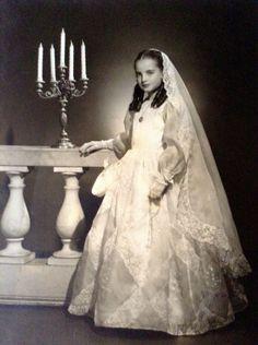 Mi abuela en el vestido de primera comunión