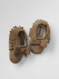Fringe bow moccasins: Charlie really needs these so so badly!!