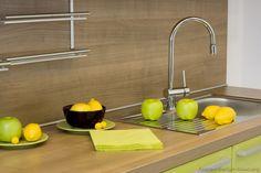 #Kitchen Idea of the Day: Modern Two-Tone Kitchen with backsplash rack.