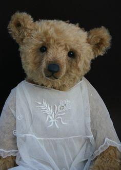 Humble-Crumble Collectors Bears (Victoria Allum)