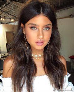 As the name implies, chocolate brown hair is just delicious. Chocolate brown hair colors will flatter almost any skin tone and eye color … - Hairstyles For All Makeup Inspo, Beauty Makeup, Hair Beauty, Makeup Ideas, Makeup Tips, Makeup Style, Beauty Style, Chocolate Brown Hair, Chocolate Brunette Hair