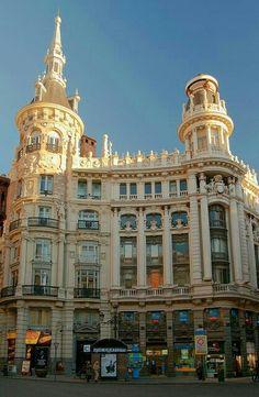 Architecture of Madrid, Spain Spanish Architecture, Amazing Architecture, Renaissance Architecture, Vintage Architecture, Beautiful World, Beautiful Places, Foto Madrid, Iberian Peninsula, Old Building