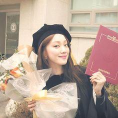 Lee Sung Kyung Graduates from Dongduk Women's University Lee Sung Kyung Doctors, Korean Actresses, Actors & Actresses, Girl Actors, Eddy Kim, Joon Hyung, Sung Hyun, Weightlifting Fairy Kim Bok Joo, Park Shin Hye
