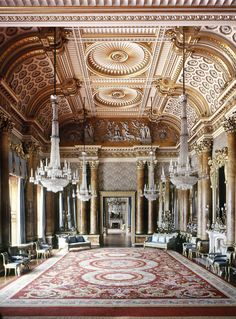 Buckingham Palace, The Blue Drawing Room was originaly known as the South Drawing Room. Today it.is used by guests who gather here before large luncheon parties and grand State and diplomatic occasions.
