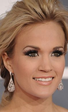 cat eyes bridal makeup | Carrie Underwood wore drop earrings of white gold and diamonds.