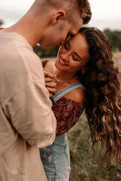 I have left a part of my heart in Tennessee…running around the open fields at sunset with these two babes was such an amazing time. Couple Photoshoot Poses, Couple Photography Poses, Couple Portraits, Couple Posing, Couple Shoot, Photography Women, Film Photography, Summer Couples, Couples In Love