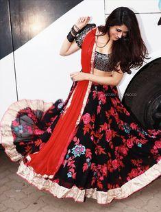 Ethnic Fashion, Girl Fashion, Fashion Dresses, Girls Black Dress, Girls Dresses, Beautiful Indian Actress, Beautiful Actresses, Indian Dresses, Indian Outfits