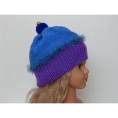 Irrésistible et fondant, bonnet en forme de cake gourmandise. Bonnet cupcake pour fille tricoté main. Bonnet cake gourmandise tricoté avec le kit laine Plassard. Taille 4 ans pouvant aller jusqu'au 6 ans environ car la laine s'étire bien. Le départ du bonnet est tricoté de couleur violet en cote 1/1 puis le haut du bonnet est tricoté bleu mer en jersey envers. La petite cerise pompon est de couleur bleu roi avec une petite tige verte. Lavage 30°. Prix 14 $.