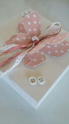 Μπομπονιέρες βάπτισης κουτί  με χειροποίητη ροζ πουά πεταλούδα! καλέστε  στο 210-5157506 www.valentina-christina.gr