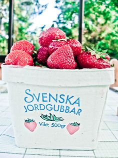You don't know what you've missed until you try these Svenska Jordgubbar Swedish strawberries Swedish Dishes, Swedish Recipes, Best Vanilla Ice Cream, Welcome To Sweden, About Sweden, The Swede, Swedish Style, Summer Fruit, Stockholm