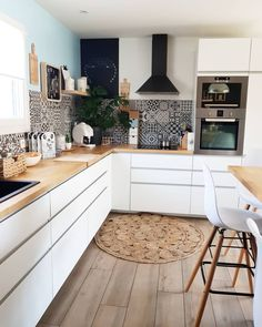 Discover recipes, home ideas, style inspiration and other ideas to try. Diy Kitchen Decor, Kitchen Interior, Home Decor Kitchen, Kitchen Design Small, Kitchen Remodel, Kitchen Decor, Kitchen Inspiration Design, Home Kitchens, Kitchen Renovation