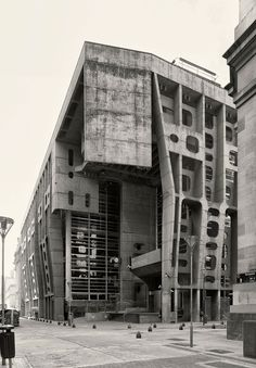 Architecture - Clorindo Testa, Cemal Emden, Federico Cairoli · The Bank of London and South America - Brutalism Concrete Architecture, Futuristic Architecture, Contemporary Architecture, Art And Architecture, Brutalist Buildings, Modern Buildings, Le Siecle, Concrete Structure, Amazing Buildings
