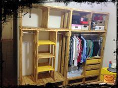 *** Móveis Ecologicamente corretos!! ***    Closed feito sob medida com madeira de pallets.  2 modulos  Foto: cor cerejeira e amarelo    Faça seu orçamento. Mande suas medidas.    ** ATENÇÃO: CONSULTE LOCAIS PARA ENTREGA **